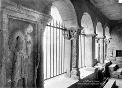 Eglise collégiale - Cloître : vue intérieure d'une galerie