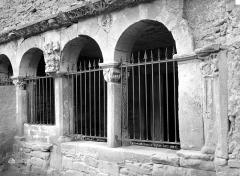 Eglise collégiale - Cloître : galerie d'arcades