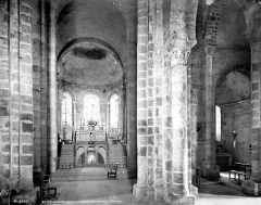 Eglise Saint-Désiré - Vue intérieure de la nef, vers le choeur