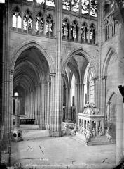 Basilique Saint-Denis - Vue intérieure du transept et du bas-côté sud