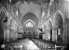 Eglise Saint-Denys-de-l'Estrée - Vue intérieure de la nef, vers le choeur