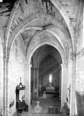 Eglise - Vue intérieure de la nef, vers le chœur, prise de la tribune