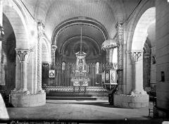 Eglise - Vue intérieure de la nef, vers le choeur