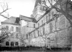 Ancienne abbaye Saint-Georges-de-Boscherville - Eglise : façade nord et salle capitulaire