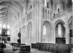 Ancienne abbaye Saint-Georges-de-Boscherville - Eglise : vue intérieure de la nef et du transept nord, vers le nord-ouest