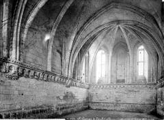 Ancienne abbaye Saint-Georges-de-Boscherville - Salle synodale : vue intérieure