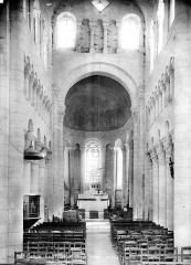 Eglise Saint-Genou (ancienne abbatiale) £ - Vue intérieure de la nef, vers le choeur