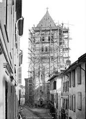 Eglise collégiale Saint-Pierre et Saint-Gaudens - Façade ouest : clocher