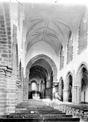 Ancienne abbaye - Vue intérieure de la nef, vers le choeur