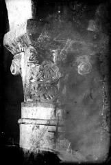 Cathédrale Notre-Dame - Crypte , chapiteau : entrelacs et crosses