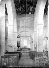 Eglise Saint-Généroux - Vue intérieure de la nef, vers le choeur
