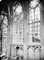 Domaine national de Saint-Germain-en-Laye, actuellement Musée des Antiquités Nationales - Vue intérieure de la chapelle : fenêtres de la nef
