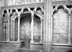 Domaine national de Saint-Germain-en-Laye, actuellement Musée des Antiquités Nationales - Vue intérieure de la chapelle : arcatures