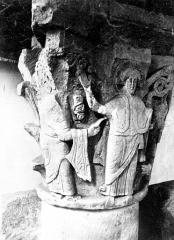 Cathédrale Notre-Dame - Intérieur, chapiteau : Le Christ entouré de deux saints