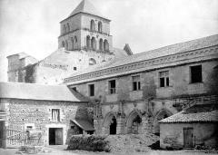 Ancienne abbaye Saint-Jouin - Façade nord et restes du cloître