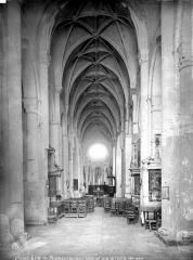 Ancienne abbaye Saint-Jouin - Vue intérieure de la nef, vers le choeur