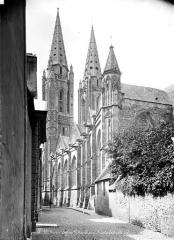 Eglise Notre-Dame - Façade sud, en perspective vers l'ouest