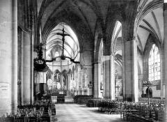 Eglise Notre-Dame - Vue intérieure de la nef, vers le choeur