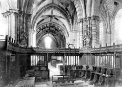 Eglise Saint-Marcel£ - Vue intérieure de la nef, vers l'ouest