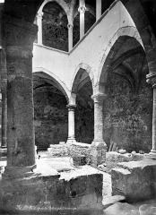 Abbaye Saint-Honorat (vestiges de l'ancienne) - Cloître intérieur : Galerie du rez-de-chaussée