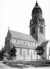 Eglise et sa place - Ensemble sud-ouest
