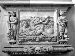 Eglise Saint-Etienne - Bas-relief