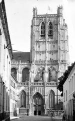 Collégiale, puis cathédrale Notre-Dame, actuellement église paroissiale Notre-Dame - Façade ouest et clocher