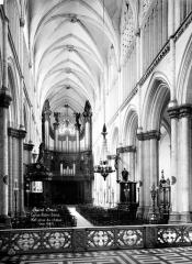 Collégiale, puis cathédrale Notre-Dame, actuellement église paroissiale Notre-Dame - Vue intérieure de la nef, vers l'ouest