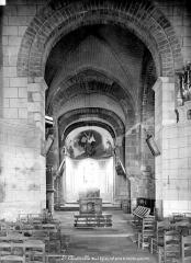 Eglise collégiale Saint-Austrégésile - Vue intérieure de la nef, vers le choeur