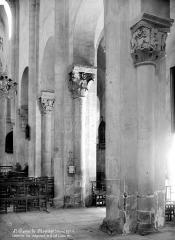 Eglise Saint-Pierre - Vue intérieure de la nef : colonnes des grandes arcades