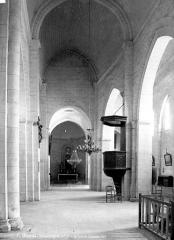 Eglise Saint-Privat - Vue intérieure de la nef, vers le choeur