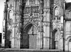 Ancienne abbaye - Portail de la façade ouest