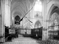 Ancienne abbaye - Vue intérieure de la nef, vers l'ouest