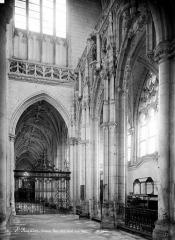 Ancienne abbaye - Vue intérieure du bas-côté nord, vers l'ouest