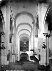 Eglise abbatiale - Vue intérieure de la nef, vers l'ouest