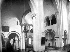 Eglise abbatiale - Vue intérieure de la nef et du transept sud