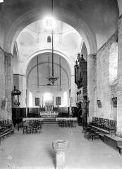 Eglise Saint-Savin - Vue intérieure de la nef, vers le choeur