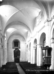 Petite église attenant à la cathédrale (Eglise Notre-Dame) - Vue intérieure de la nef, vers l'entrée