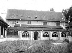 Petite église attenant à la cathédrale (Eglise Notre-Dame) - Façade sud et cloître