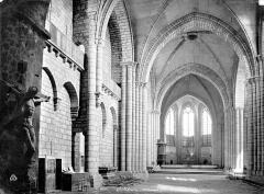 Eglise Saint-Yrieix - Vue intérieure de la nef, vers le nord-est
