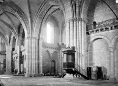 Eglise Saint-Yrieix - Vue intérieure de la nef et du transept nord