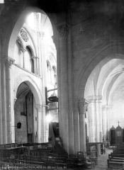 Eglise Saint-Jacques-et-Saint-Cyr - Vue intérieure de la nef et du bas-côté nord