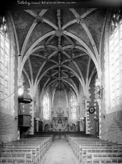 Eglise Notre-Dame de Lorette - Vue intérieure de la nef, vers le choeur