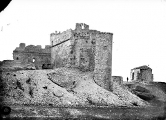 Monastère fortifié de Thouzon - Vue d'ensemble