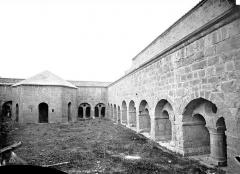 Ancienne abbaye - Cloître : galerie nord