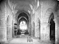 Eglise Saint-Florent - Vue intérieure de la nef, vers le choeur