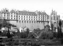 Château des Ducs de la Trémoïlle - Vue d'ensemble, côté rivière