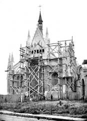 Château des Ducs de la Trémoïlle - Chapelle : façade ouest échafaudée
