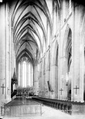 Ancienne cathédrale Saint-Etienne et son cloître - Vue intérieure de la nef, vers le choeur