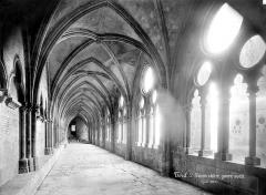 Ancienne cathédrale Saint-Etienne et son cloître - Cloître : vue intérieure de la galerie ouest